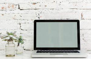 Jak wyczyścić klawiaturę w laptopie?